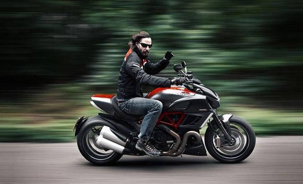 Keanu Reeves en Ducati Diavel