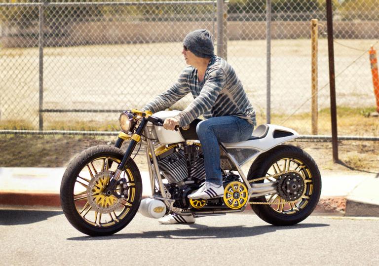 Mickey rourke en Harley Davidson