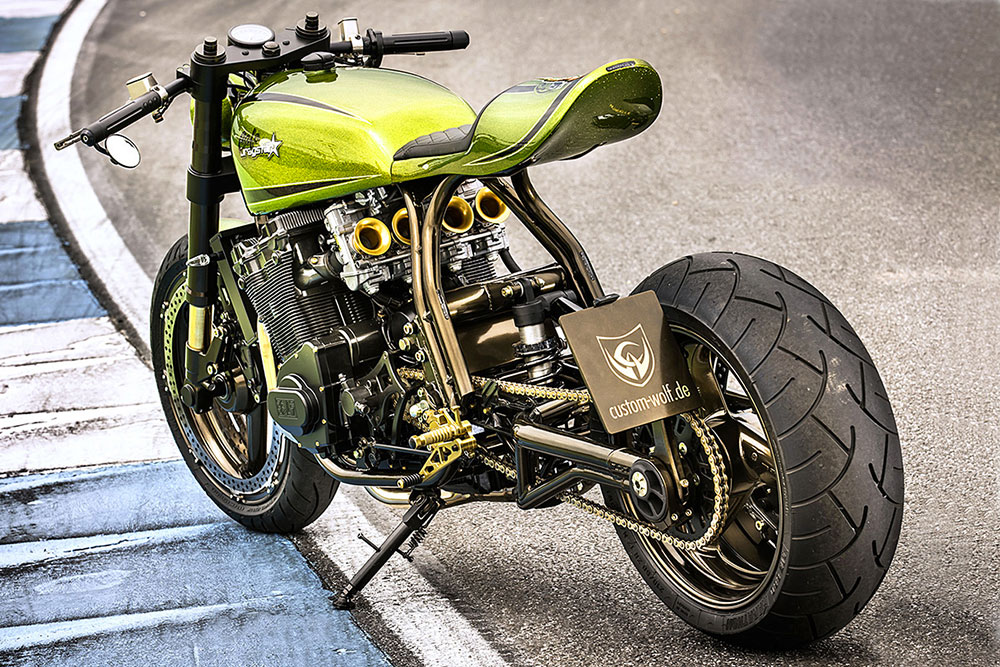 Moto streetfighter motorcycle