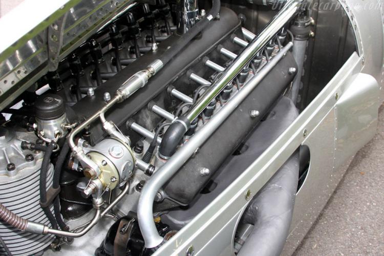 moteur voiture V16 Audi