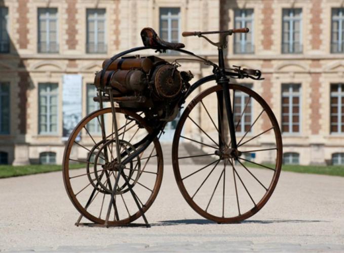 première moto au monde :Perreaux