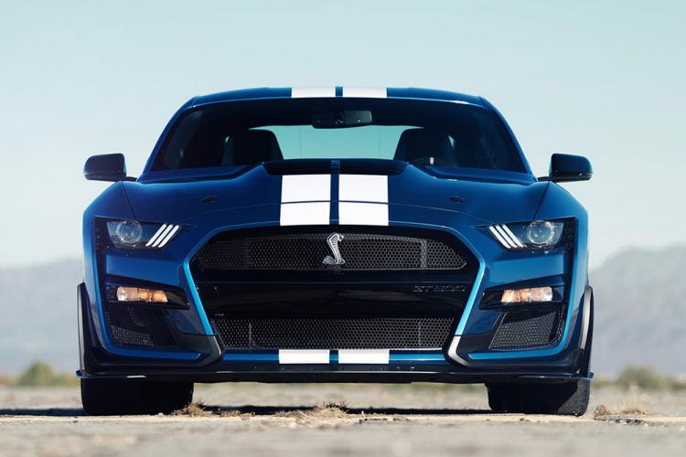 ford mustang V8 litres