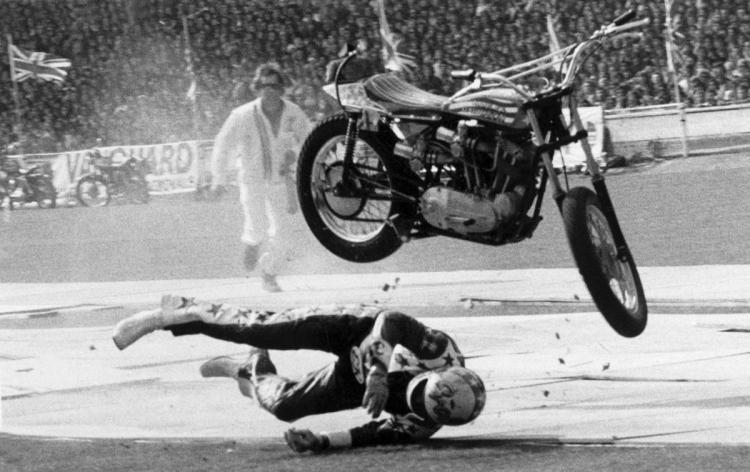 chute du cascadeur Evel Knievel (Wembley)