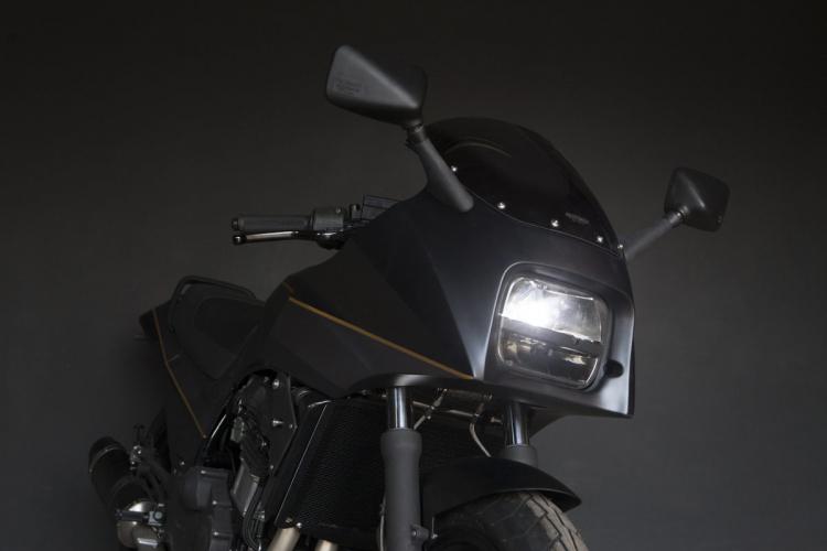 avant kawasaki GPZ 900 R customized by the wrenchmonkee team