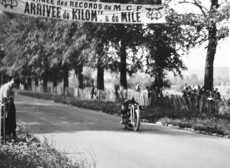 record de vitesse moto france arpajon