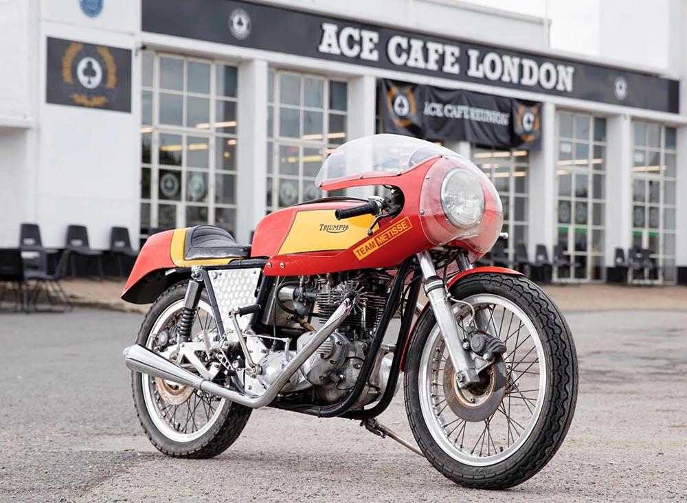 Triumph café racer
