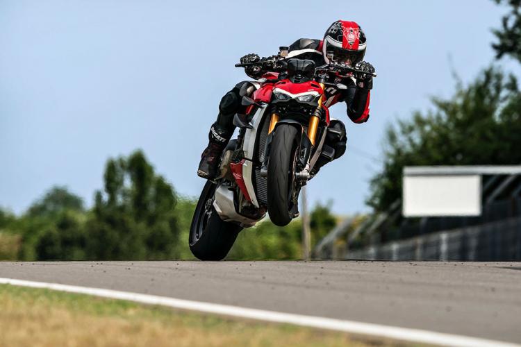 Ducati  circuit wheeling