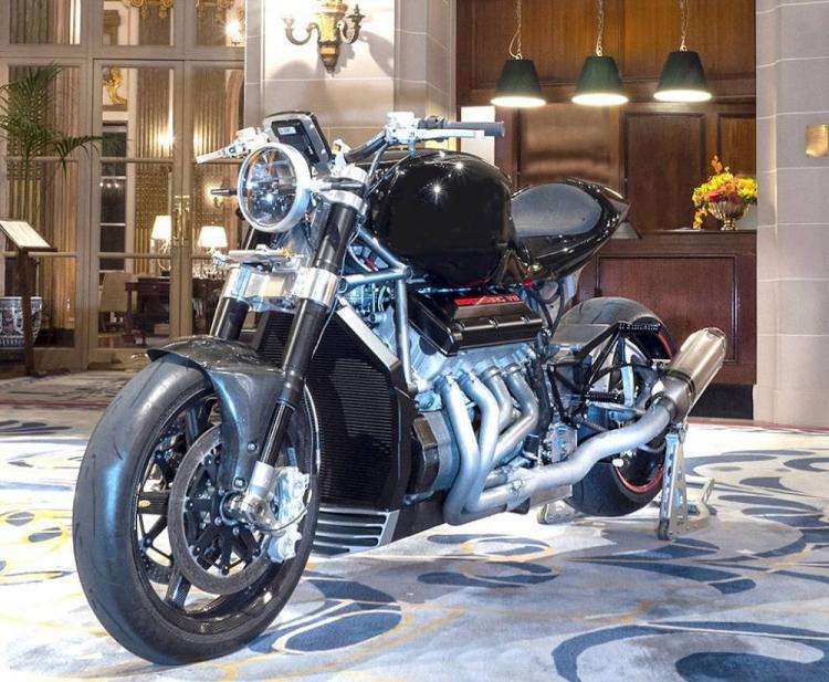 Moto Eisenberg V8