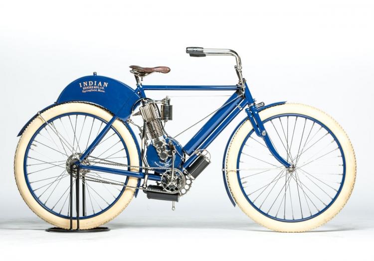 1901 : première moto Indian