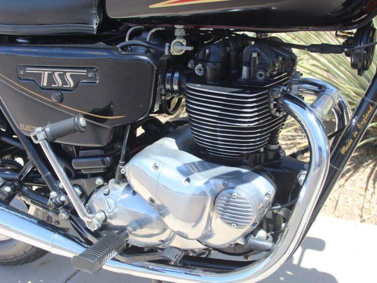 vertical twin  bicylindre vertical 750 cm3