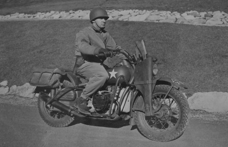 soldat en Harley-Davidson XA
