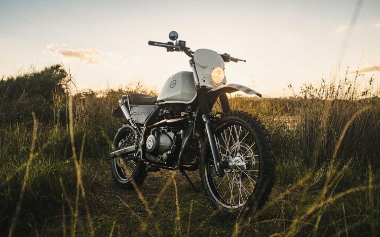réplique d'une moto d'enduro 1970-1980
